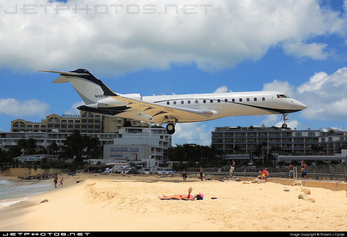 N980GG - Bombardier BD-700-1A10 Global Express - Private