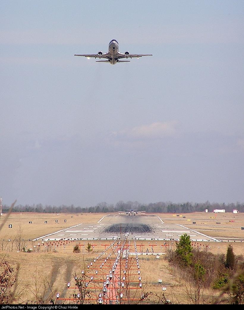 KCLT - Airport - Runway