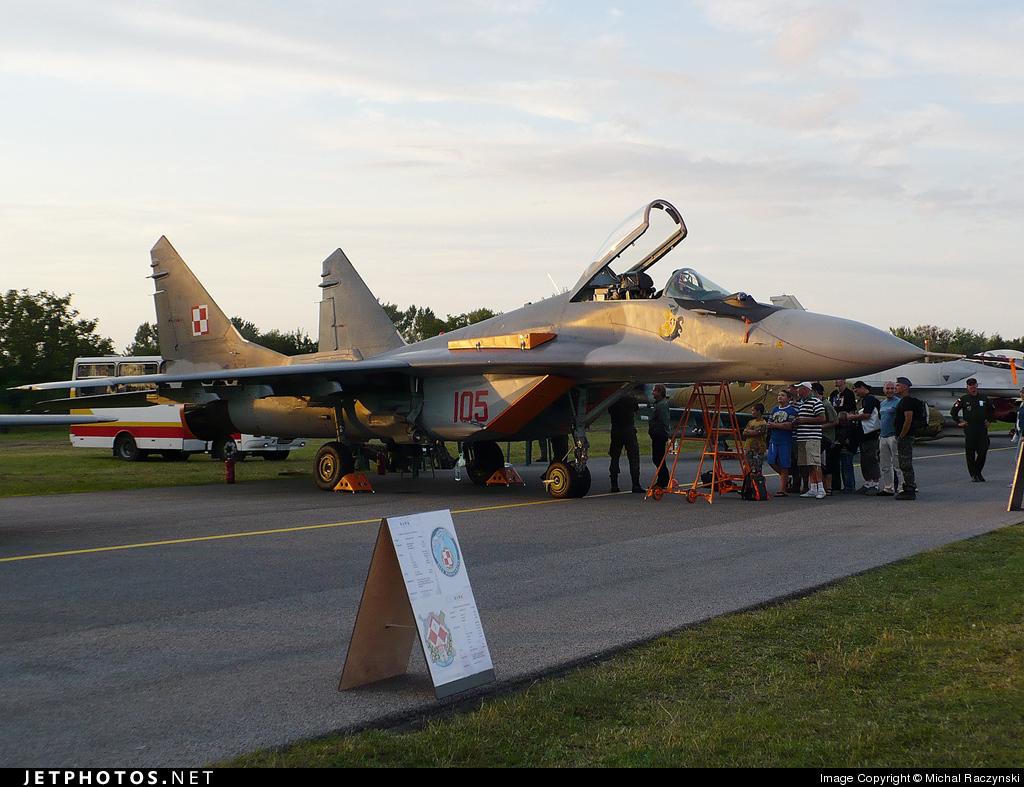 105 - Mikoyan-Gurevich MiG-29A Fulcrum - Poland - Air Force