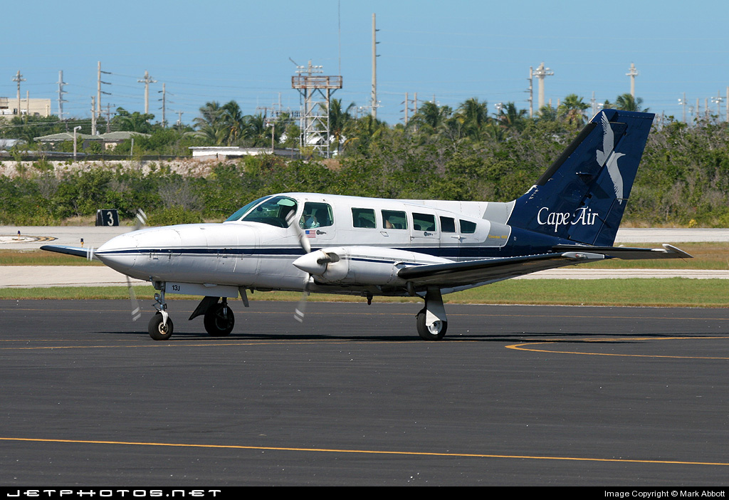 N6813J - Cessna 402C - Cape Air