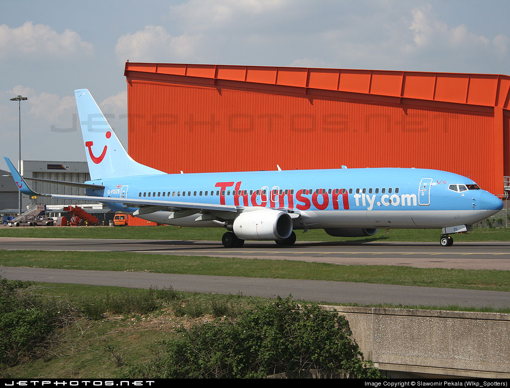 G-FDZE - Boeing 737-8K5 - Thomsonfly