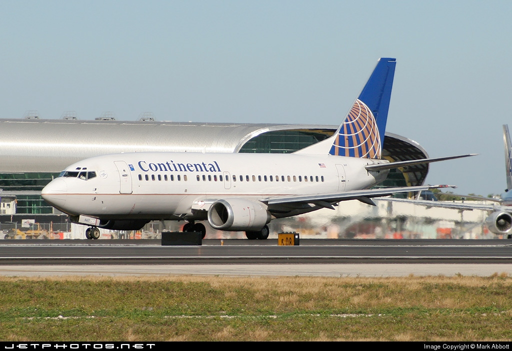 N14667 - Boeing 737-524 - Continental Airlines