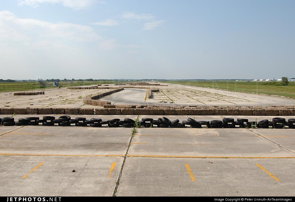 CYGM - Airport - Runway