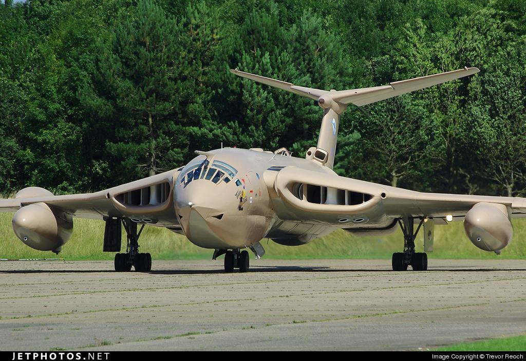 XM715 - Handley Page Victor K.2 - United Kingdom - Royal Air Force (RAF)