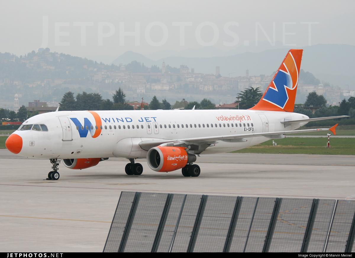 EI-DFO - Airbus A320-211 - Wind Jet