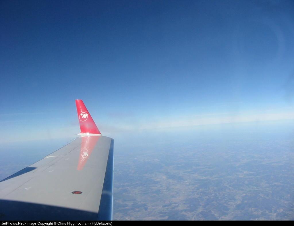 - Bombardier CRJ - Northwest Airlink (Pinnacle Airlines)