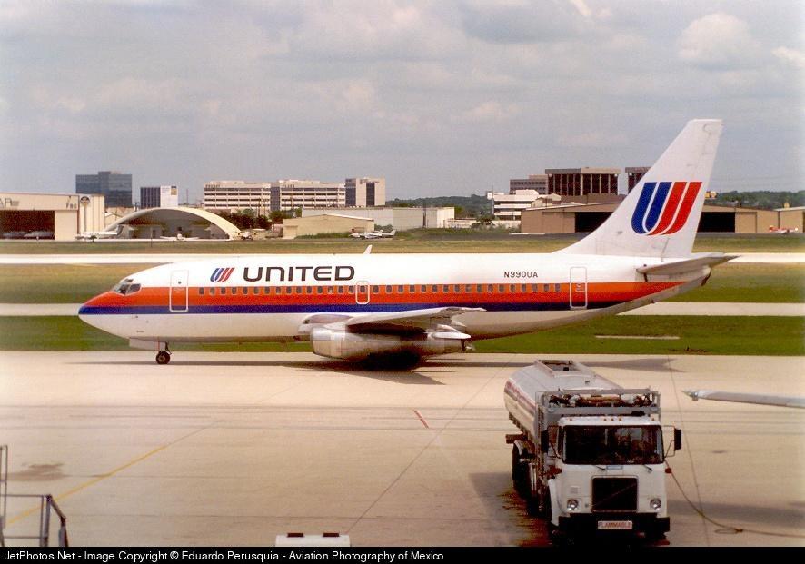 N990UA - Boeing 737-291(Adv) - United Airlines