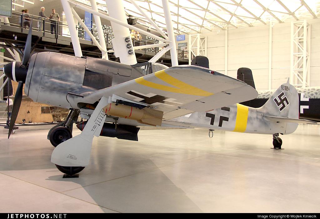 931884 - Focke-Wulf Fw190F-8 - Germany - Air Force