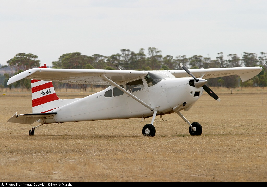 VH-UIA - Cessna 180K Skywagon 180 - Private