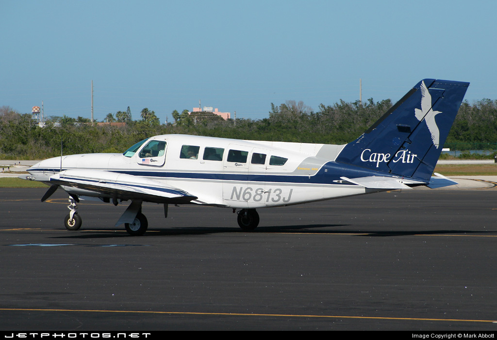N6813J - Cessna 402C - Cape Air