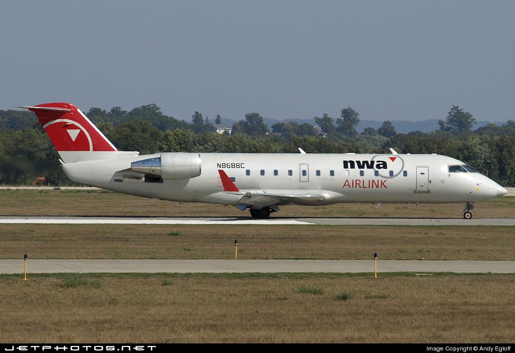 N8688C - Bombardier CRJ-200ER - Northwest Airlink (Pinnacle Airlines)