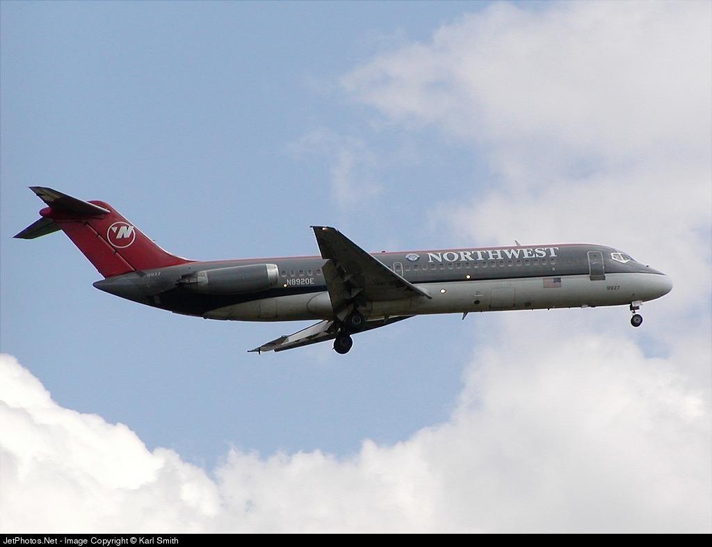 N8920E - McDonnell Douglas DC-9-31 - Northwest Airlines