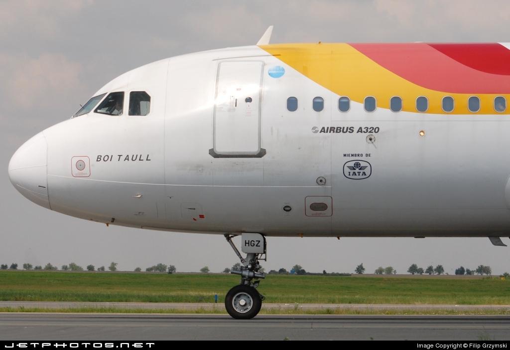 EC-HGZ - Airbus A320-214 - Iberia