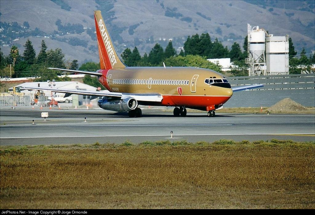 N104SW - Boeing 737-2H4(Adv) - Southwest Airlines