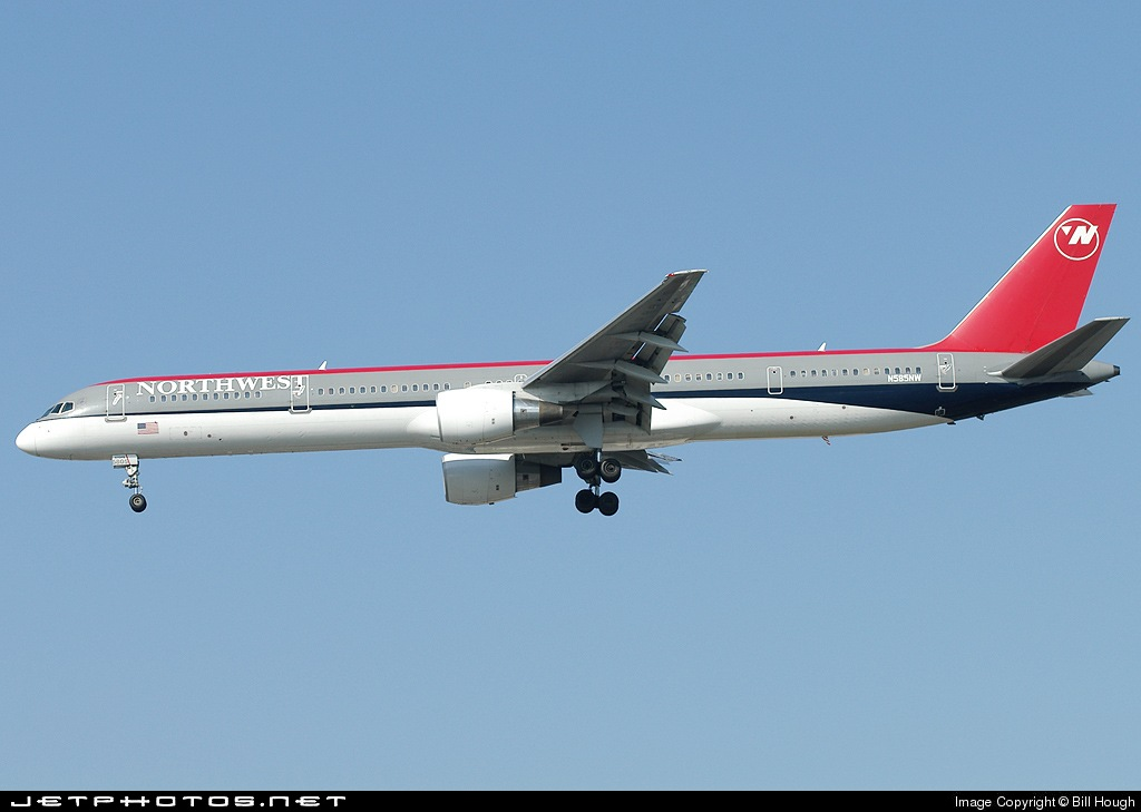 N585NW - Boeing 757-351 - Northwest Airlines