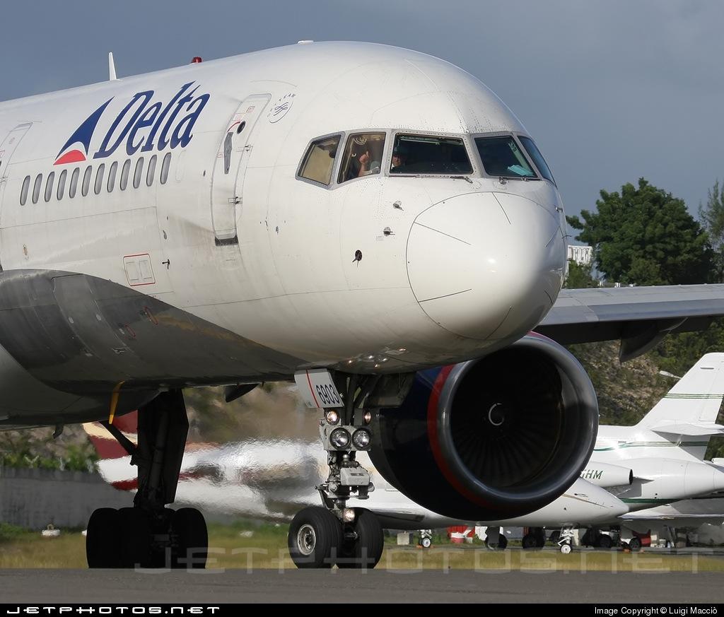N757AT - Boeing 757-212 - Delta Air Lines
