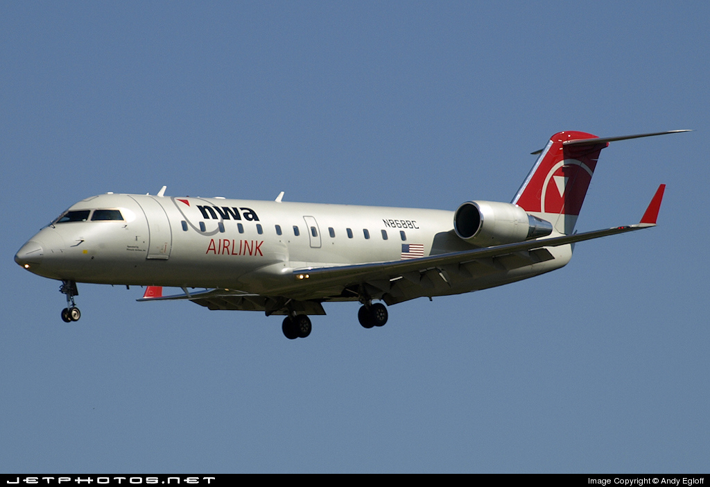 N8688C - Bombardier CRJ-200ER - Northwest Airlink (Pinnacle Airlines)