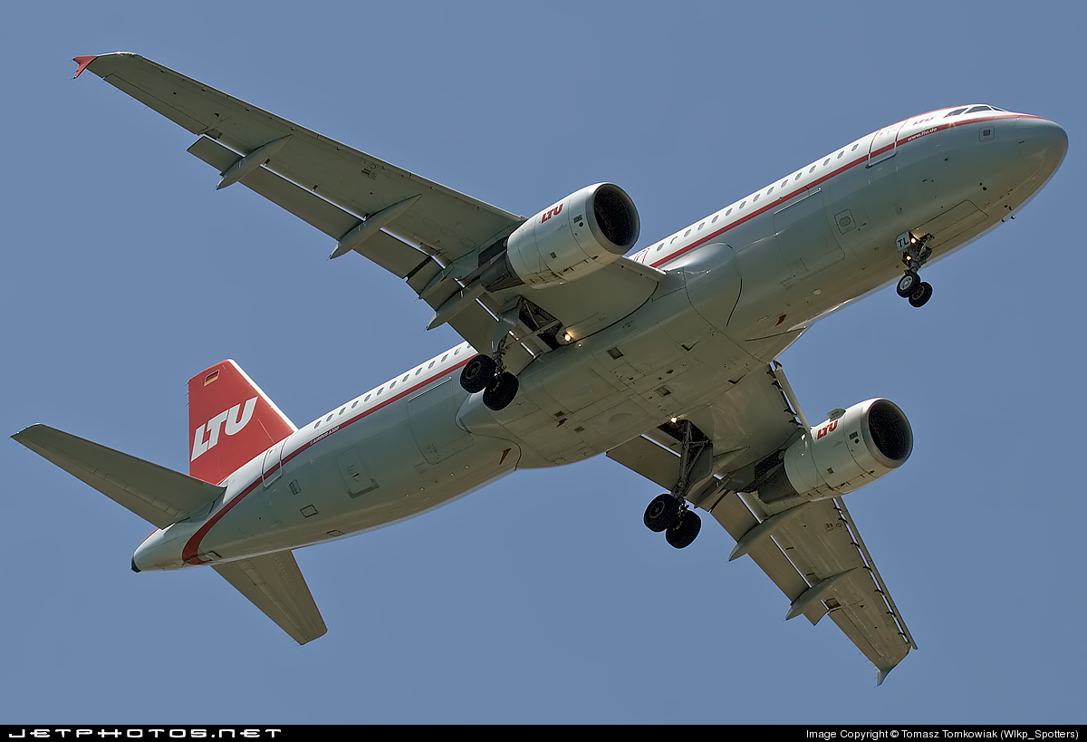 D-ALTL - Airbus A320-214 - LTU