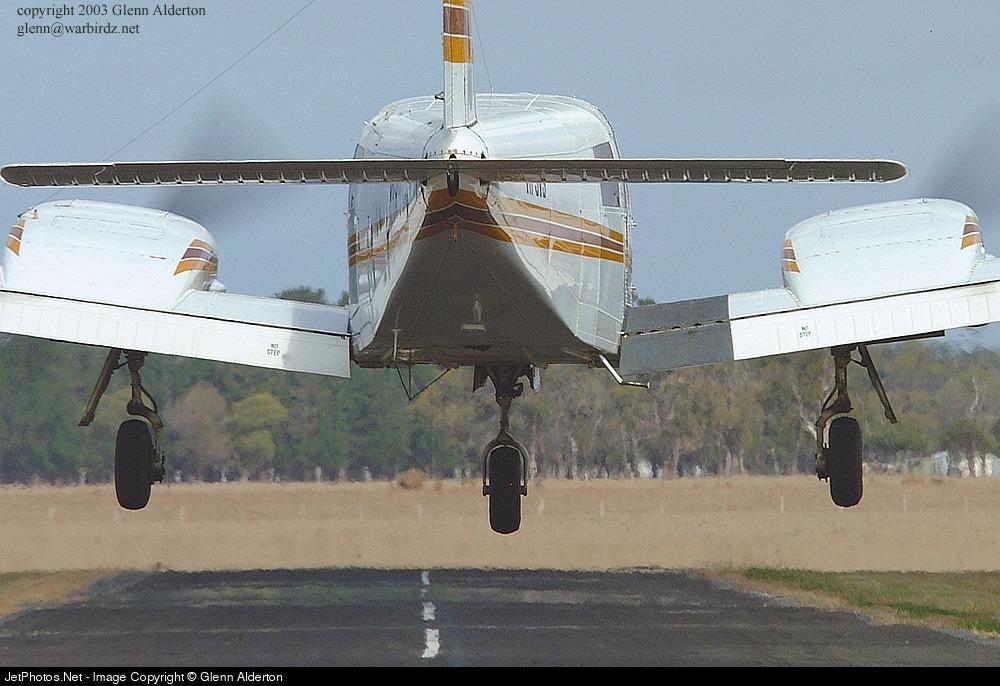 VH-SVS - Piper PA-34-200 Seneca - Private