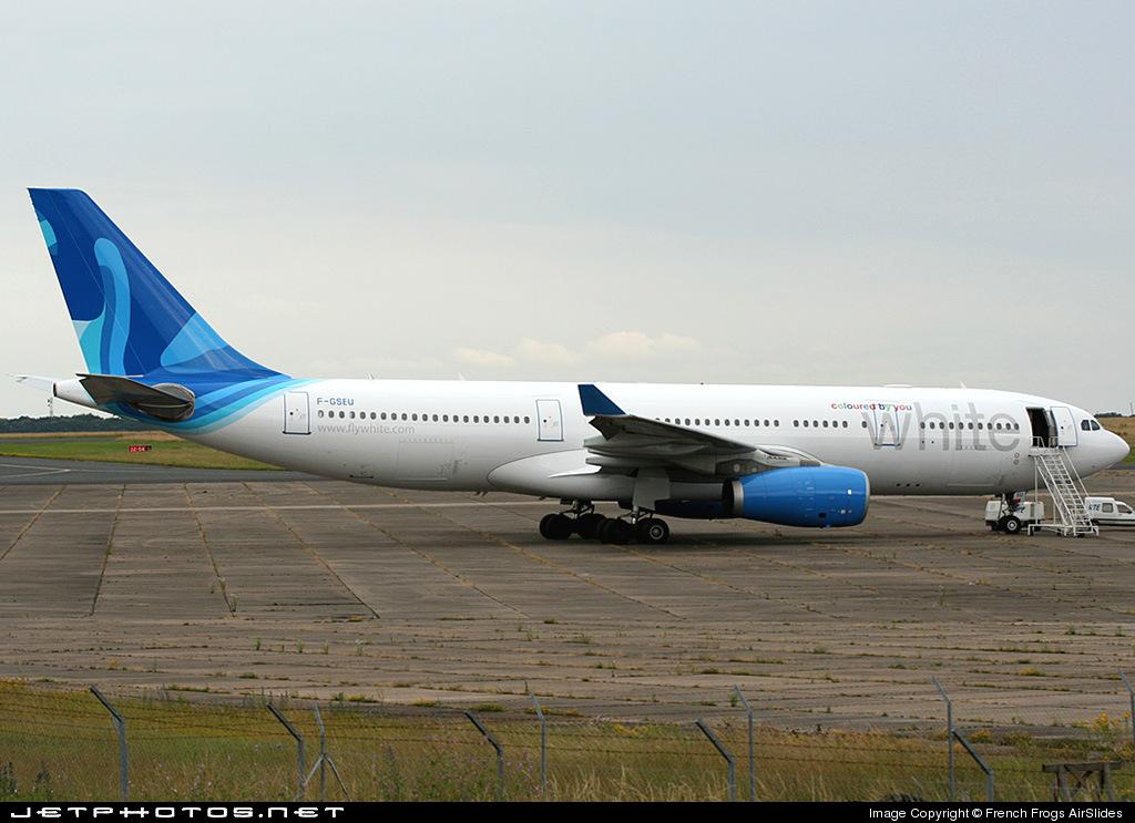 F gseu airbus a330 243 white airways xl airways for Airbus a330 xl airways interieur