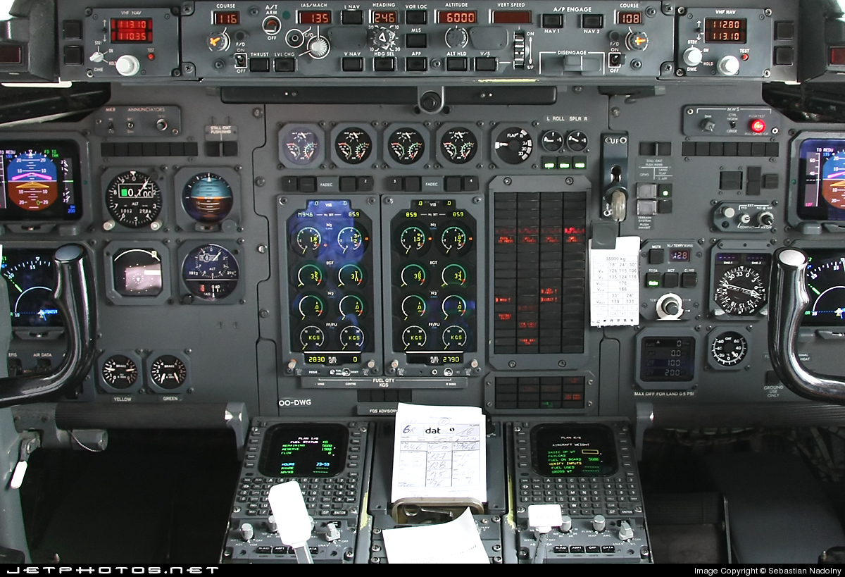 OO-DWG - British Aerospace Avro RJ100 - Brussels Airlines