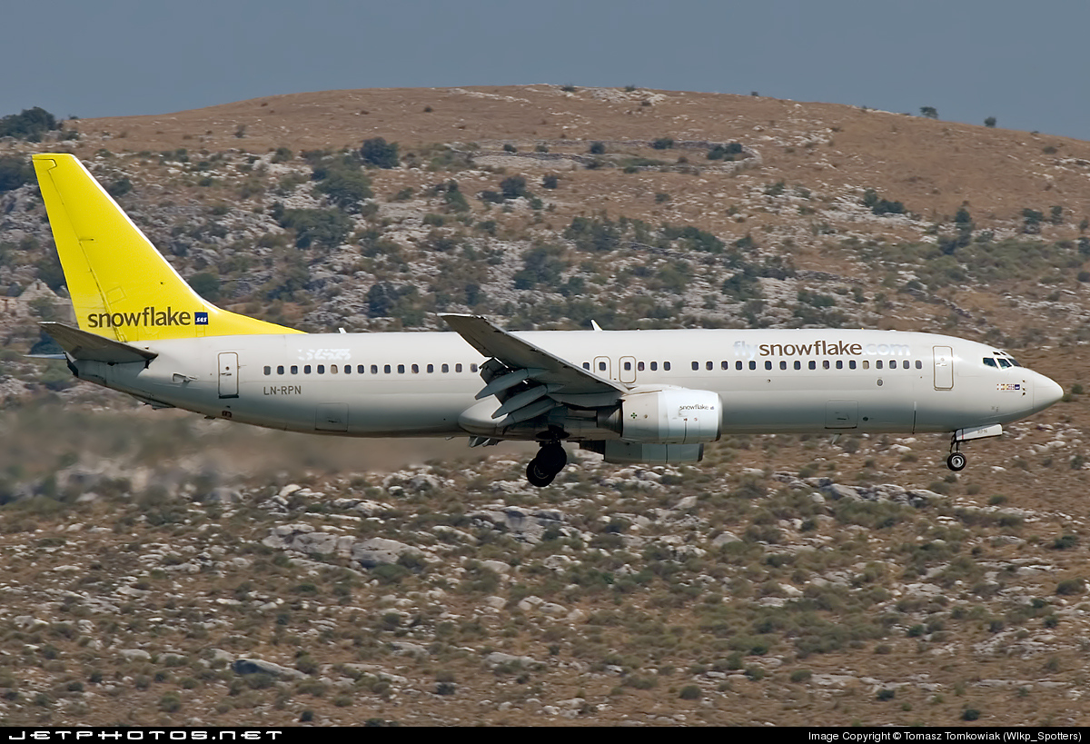 LN-RPN - Boeing 737-883 - Snowflake (Scandinavian Airlines)