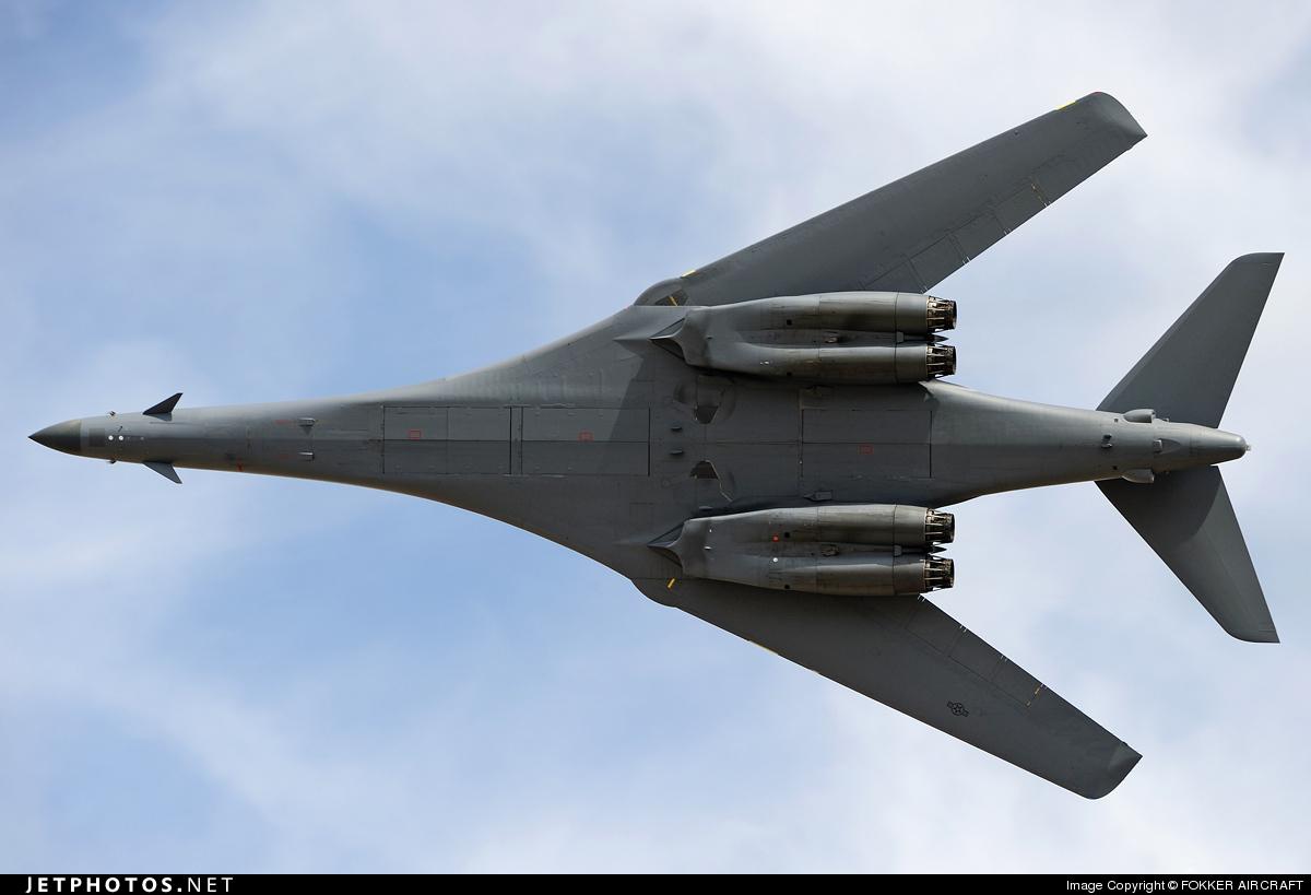 قاذفة القنابل الإستراتيجية  Rockwell B – 1B - صفحة 2 79423_1271369215