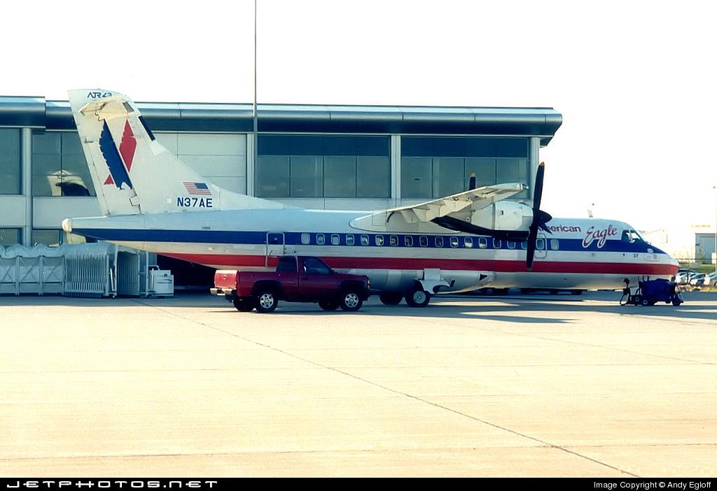 N37AE - ATR 42-300 - American Eagle