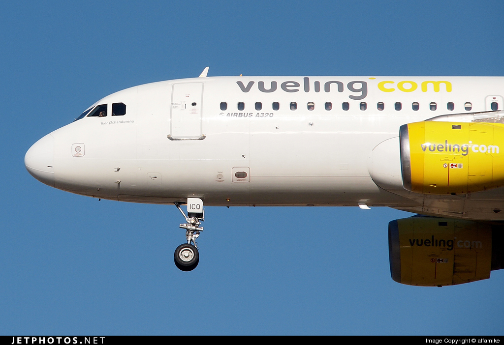 EC-ICQ - Airbus A320-211 - Vueling Airlines