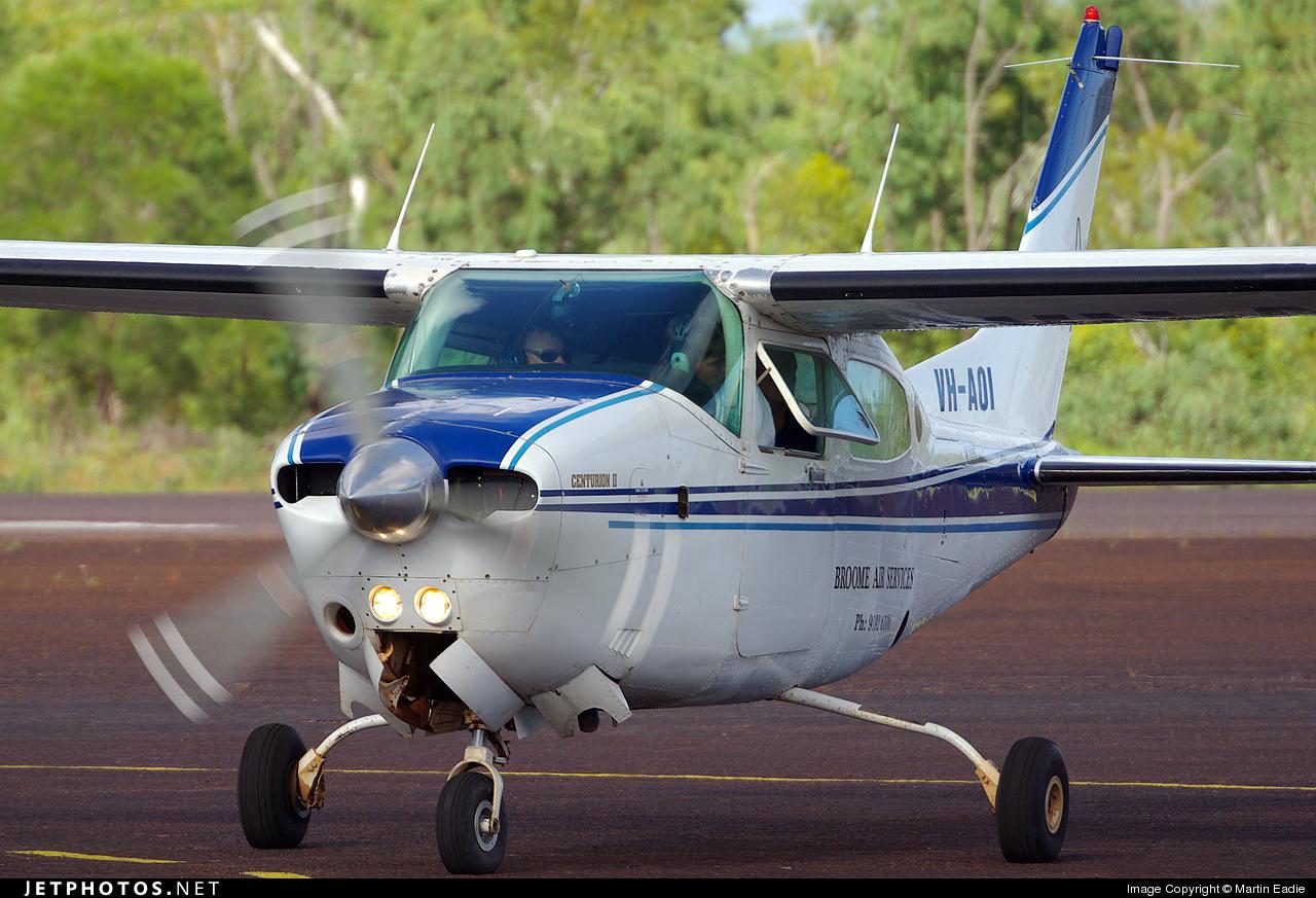 VH-AOI - Cessna 210N Centurion II - Broome Air Services