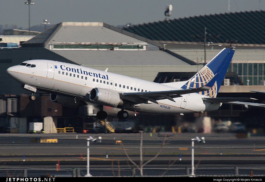 N19638 - Boeing 737-524 - Continental Airlines