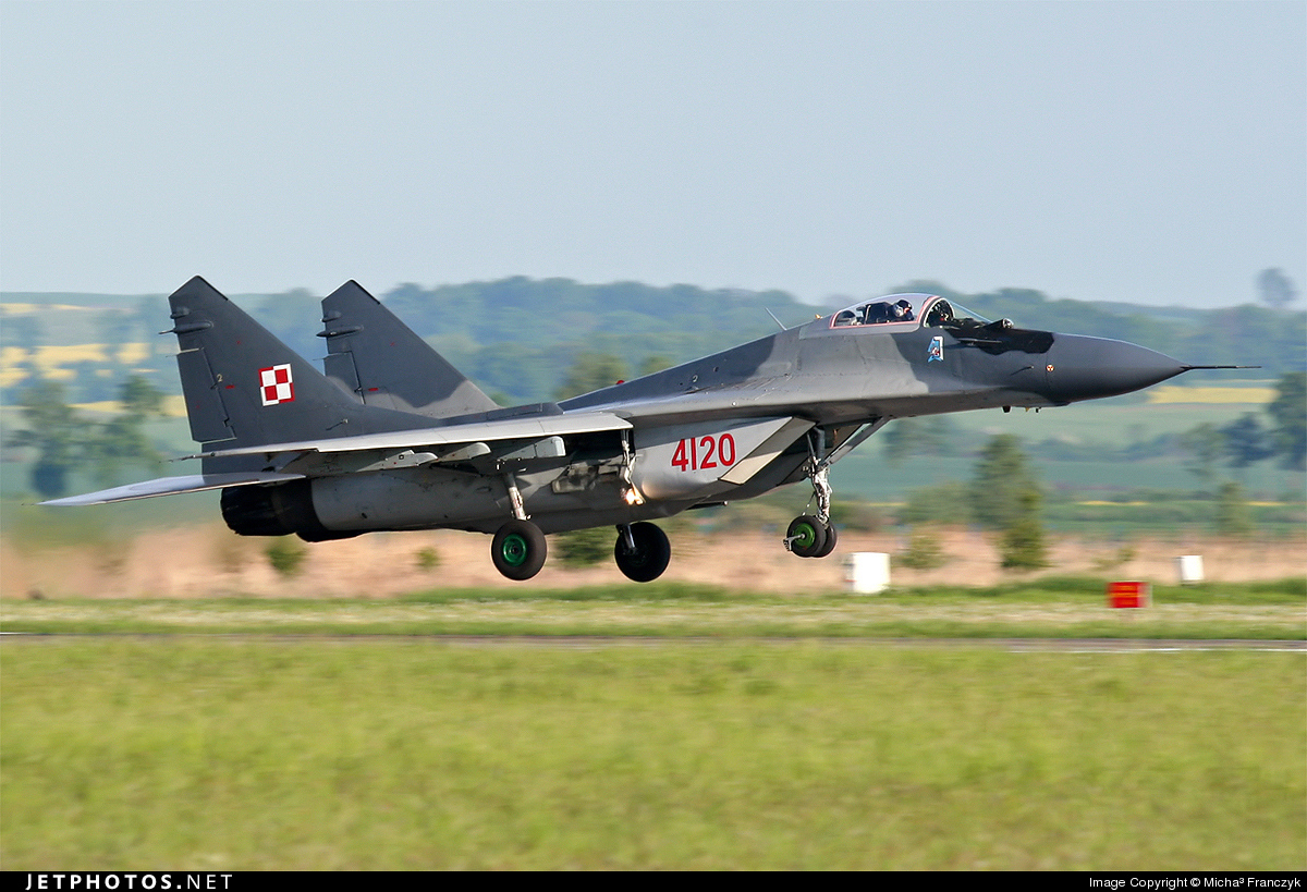 4120 - Mikoyan-Gurevich MiG-29A Fulcrum - Poland - Air Force