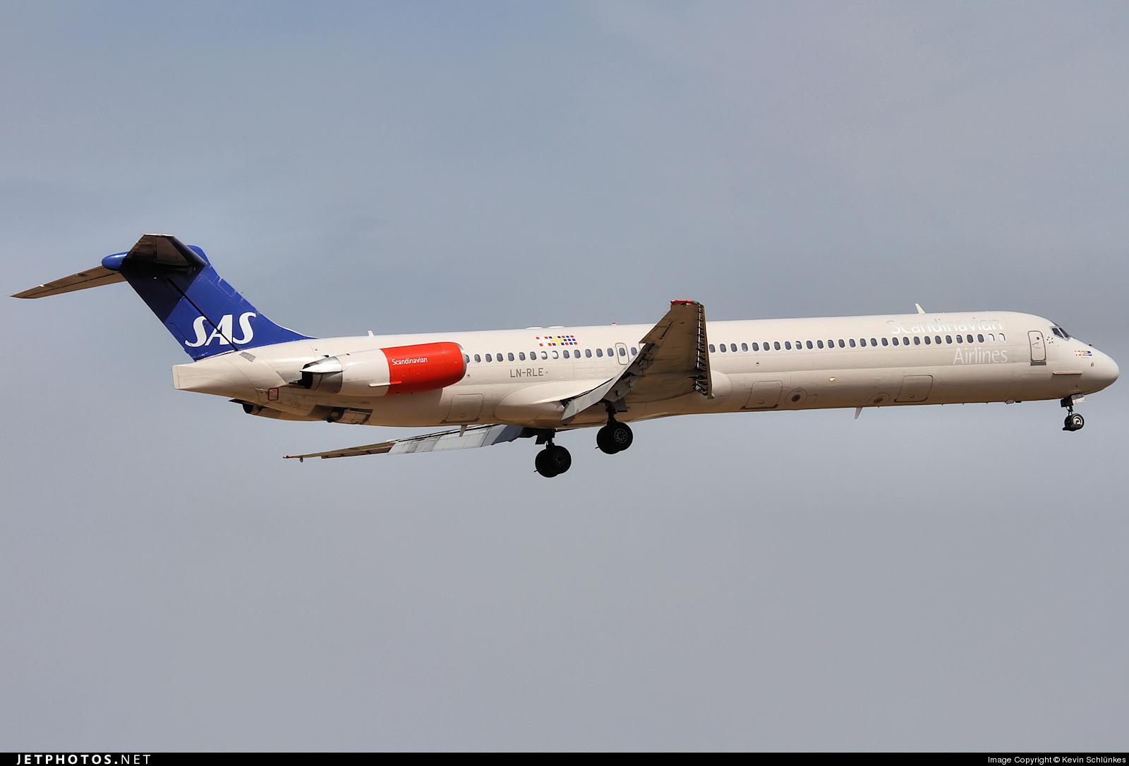 LN-RLE - McDonnell Douglas MD-82 - Scandinavian Airlines (SAS)