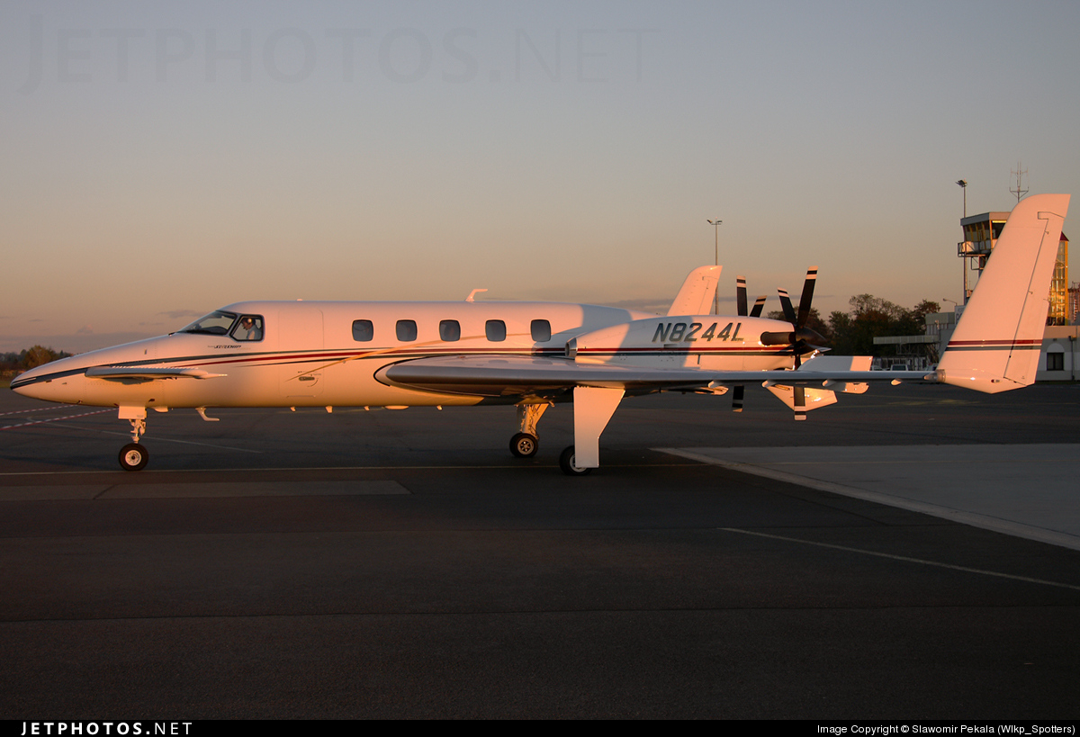 N8244L - Beechcraft 2000A Starship - Private