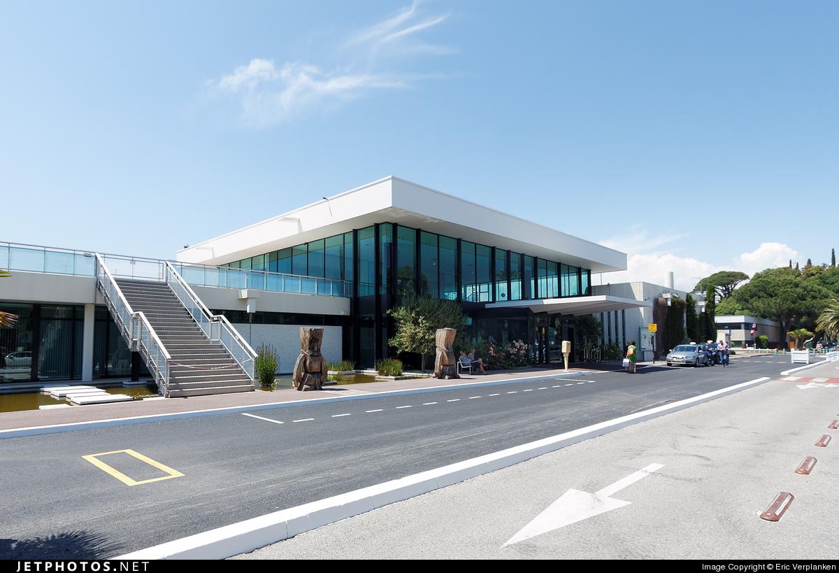 LFMD - Airport - Terminal