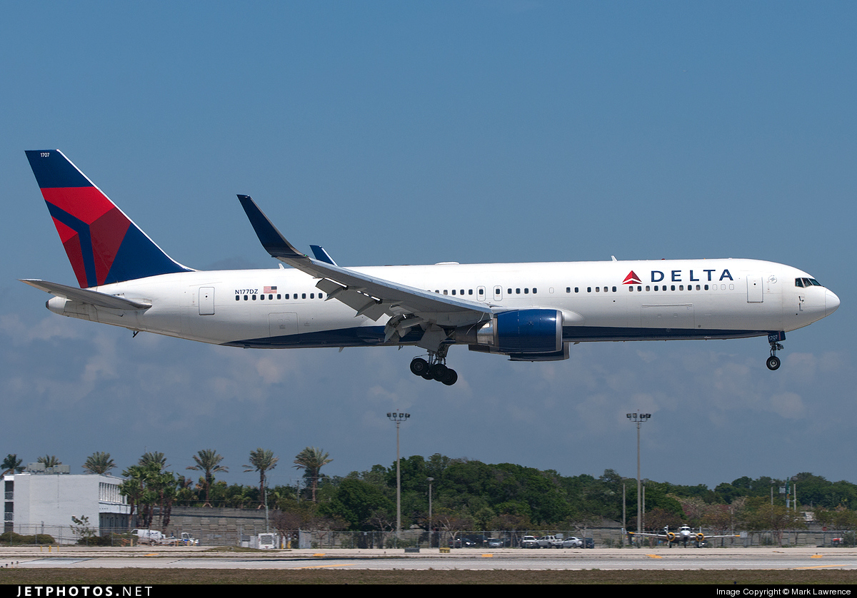 N177DZ - Boeing 767-332(ER) - Delta Air Lines