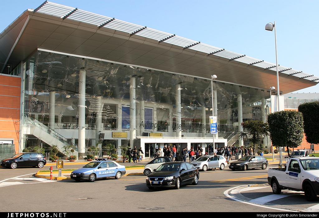 LIRN - Airport - Terminal