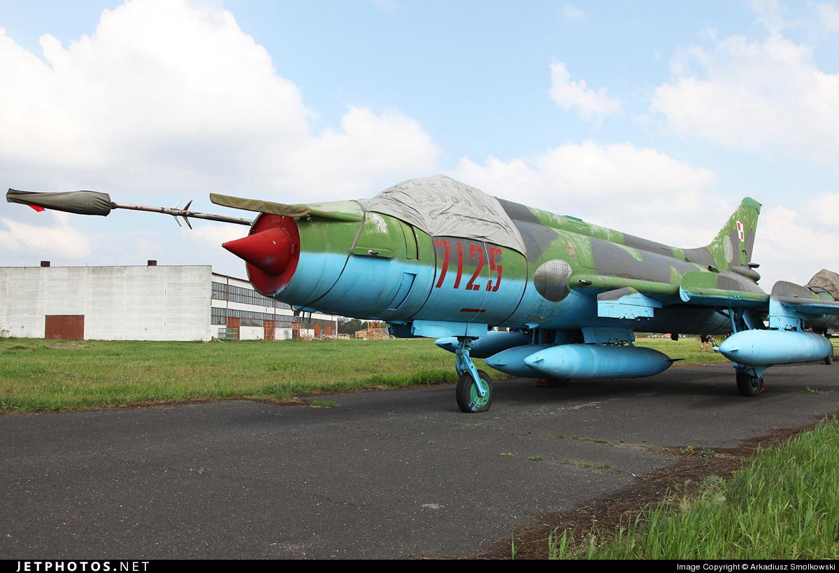 7125 - Sukhoi Su-20R Fitter C - Poland - Air Force