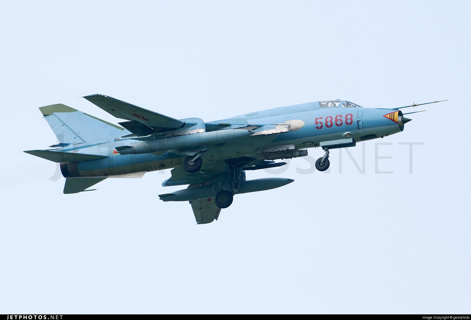 5868 - Sukhoi Su-22M4 Fitter K - Vietnam - Air Force