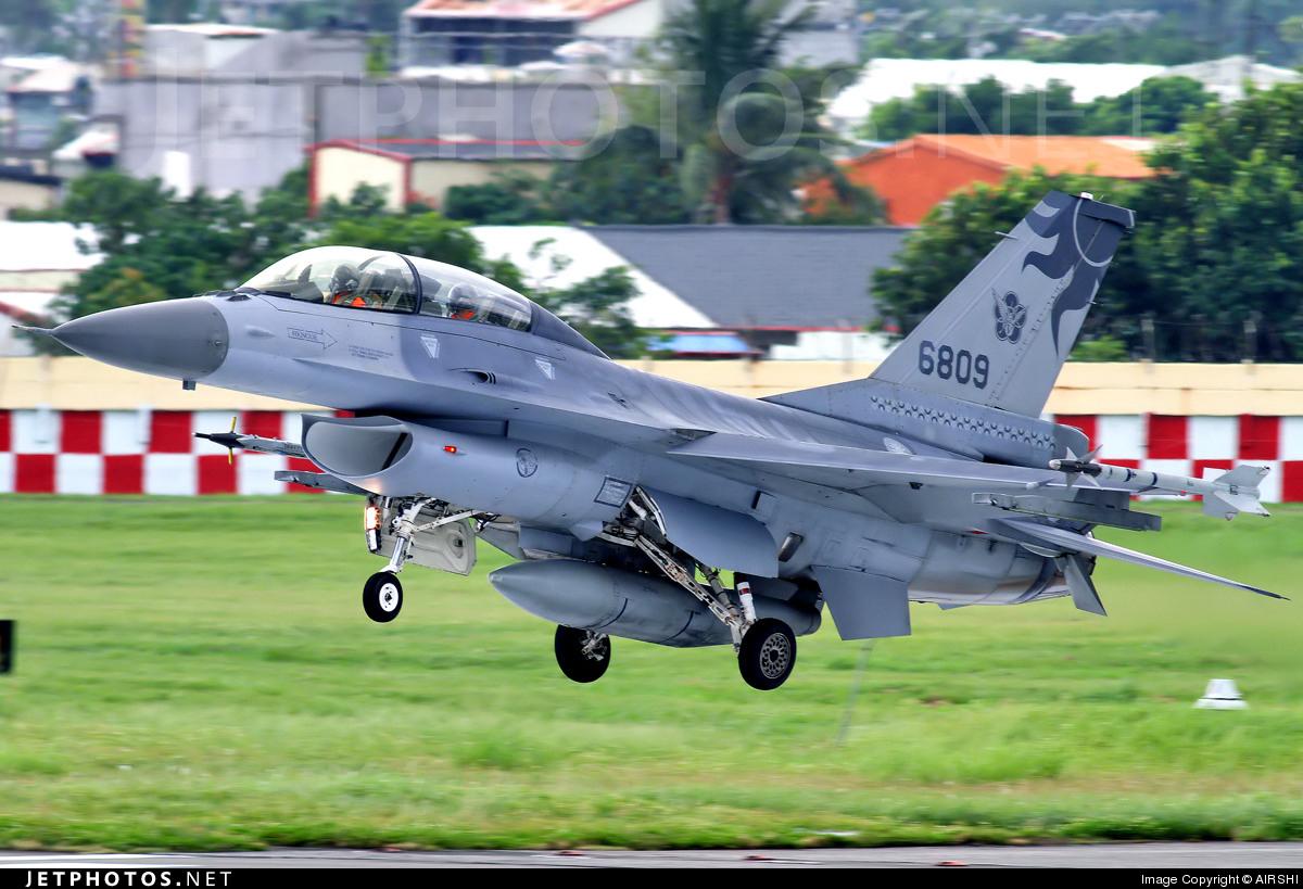 6809 - General Dynamics F-16B Fighting Falcon - Taiwan - Air Force
