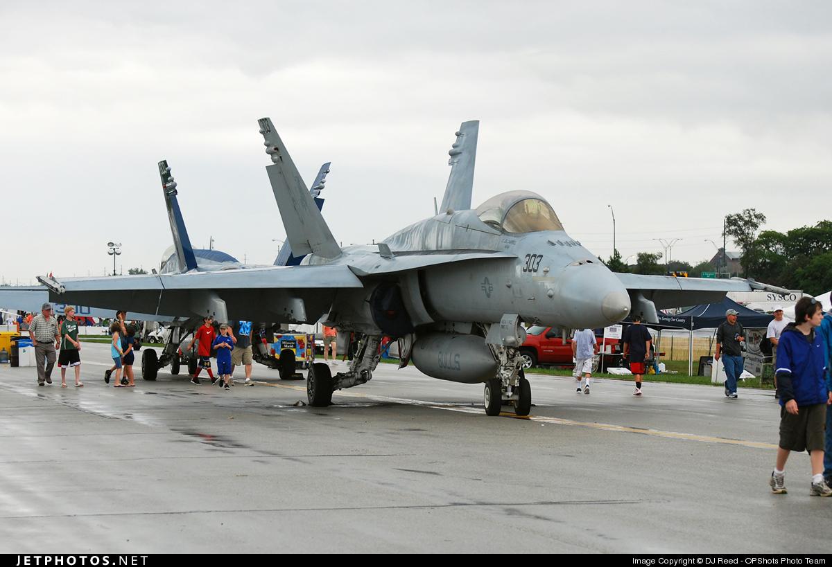 165196 - McDonnell Douglas F/A-18C Hornet - United States - US Navy (USN)
