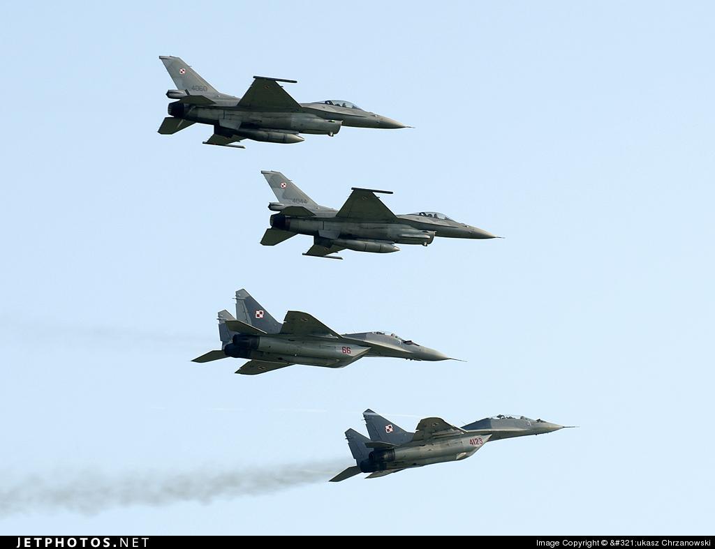 4123 - Mikoyan-Gurevich MiG-29UB Fulcrum - Poland - Air Force