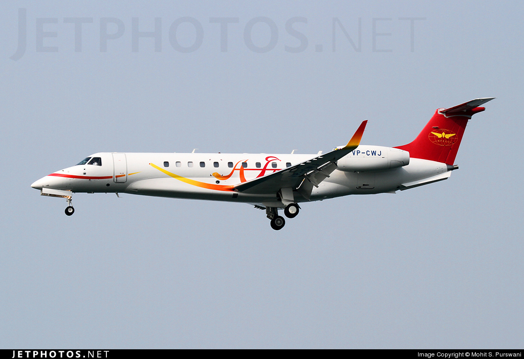 VP-CWJ - Embraer ERJ-135BJ Legacy 650 - Private