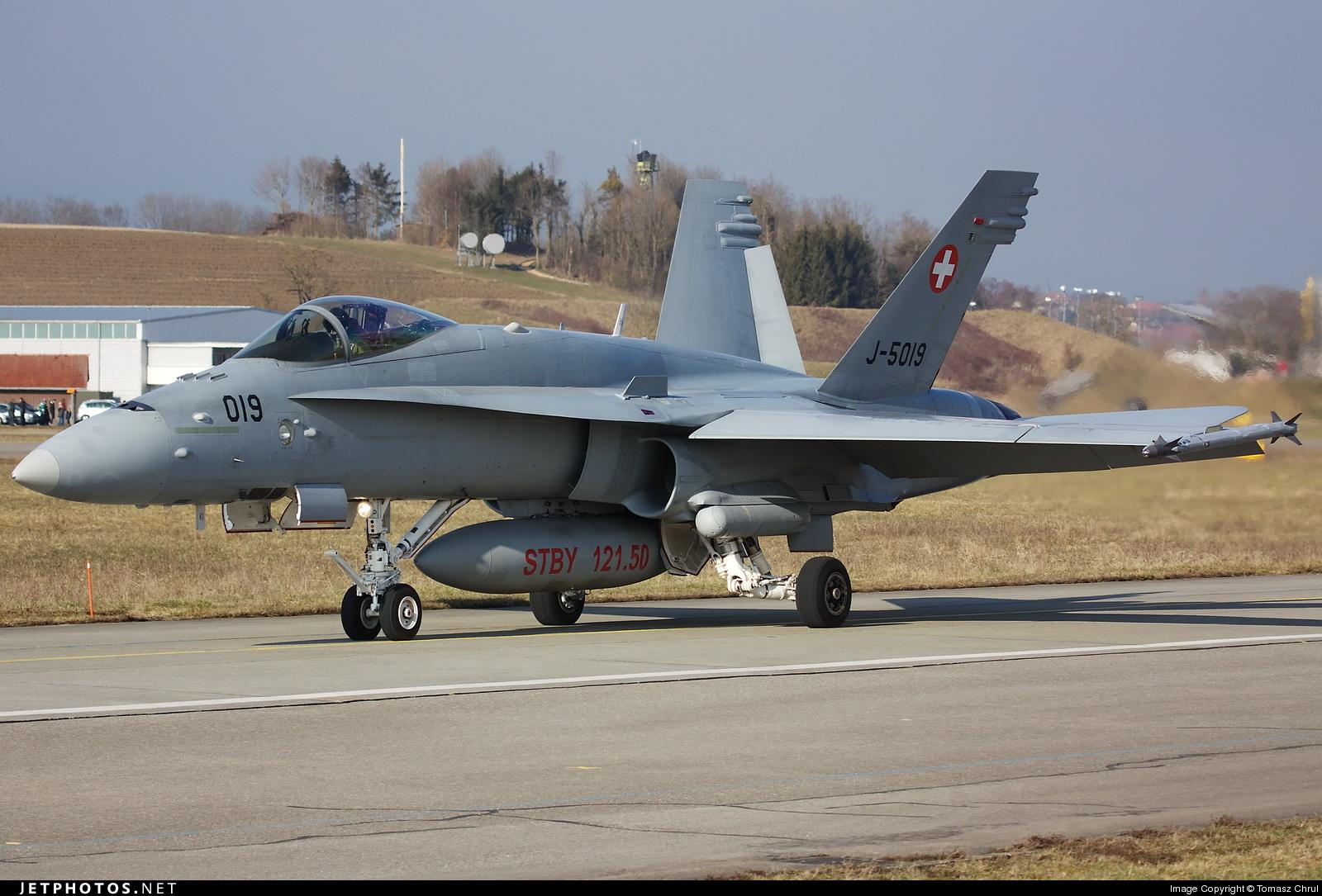 J-5019 - McDonnell Douglas F/A-18C Hornet - Switzerland - Air Force