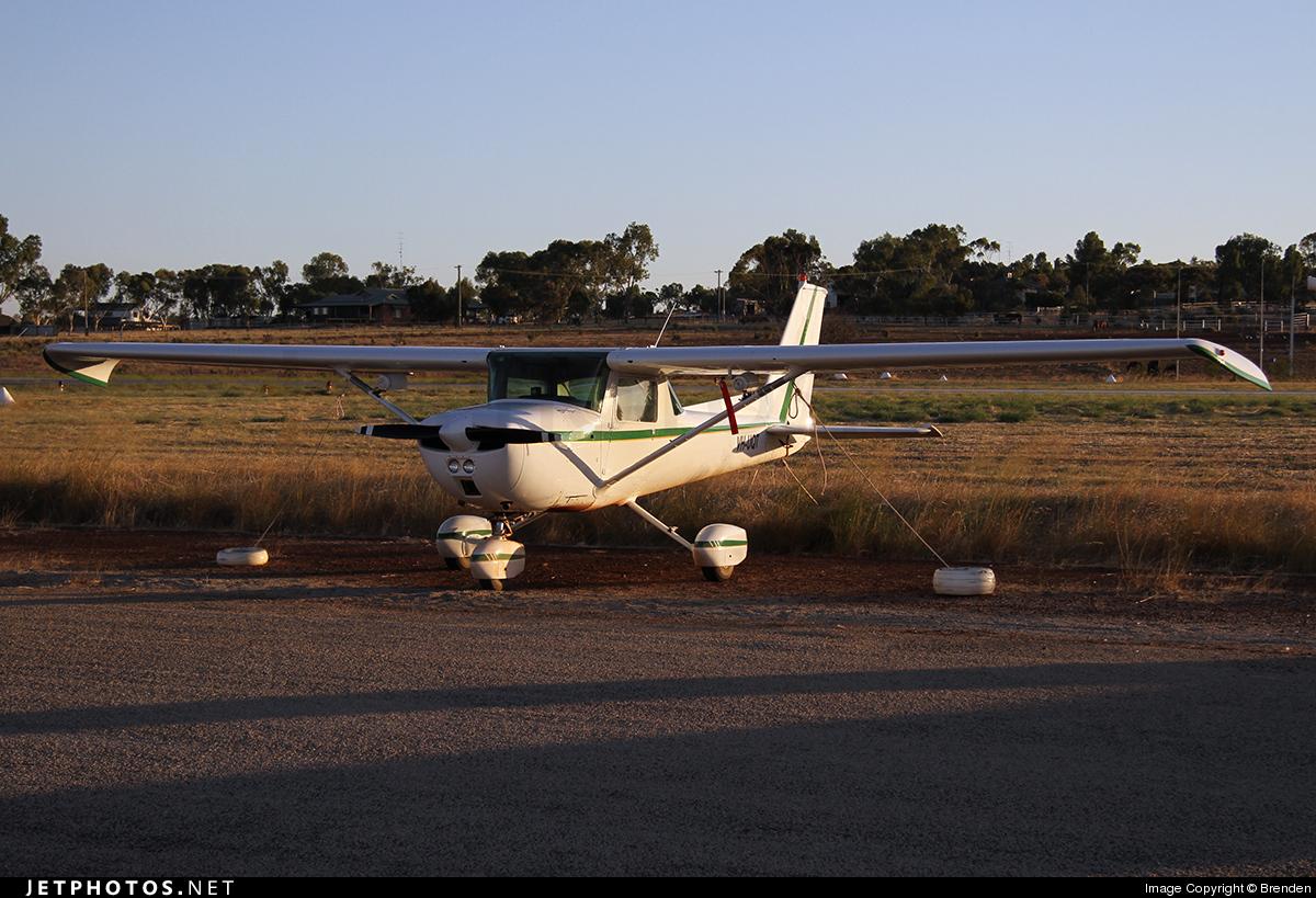 VH-UQT - Cessna 150M - Private