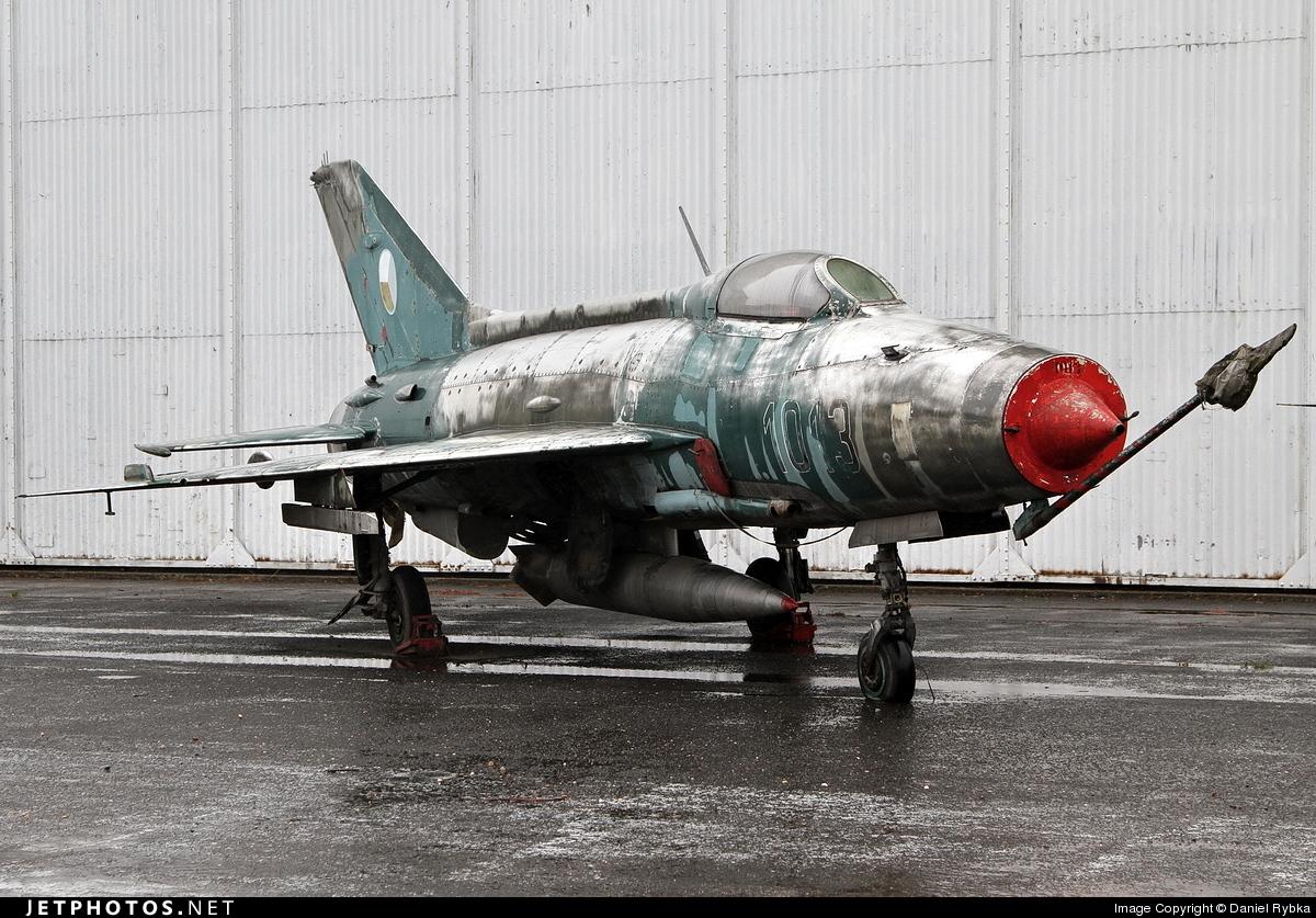 1013 - Mikoyan-Gurevich MiG-21F-13 Fishbed C - Czechoslovakia - Air Force