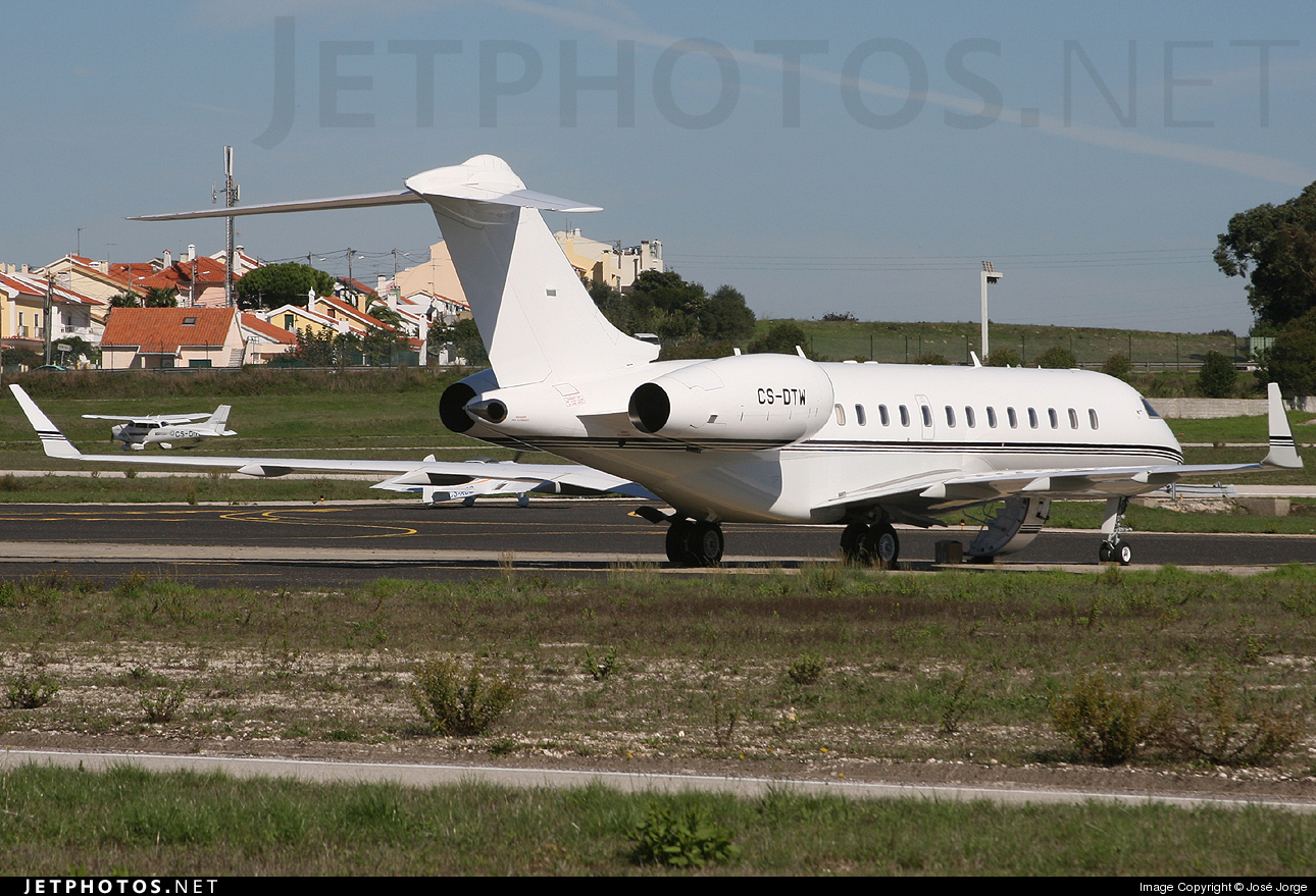 CS-DTW - Bombardier BD-700-1A10 Global Express - Private