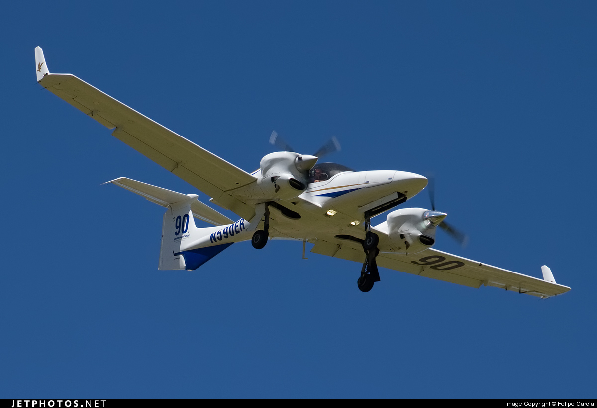 N590ER - Diamond DA-42 Twin Star - Embry-Riddle Aeronautical University (ERAU)