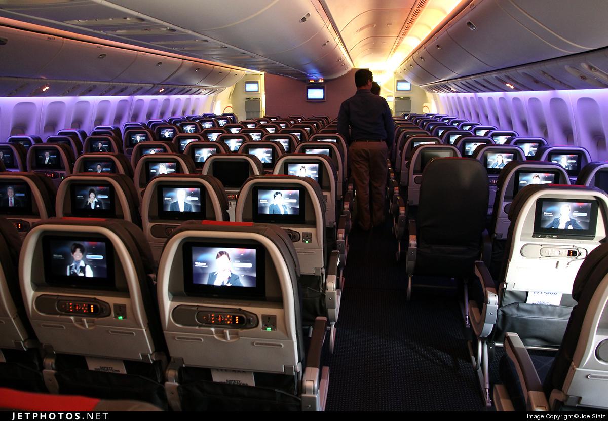 N719AN - Boeing 777-323ER - American Airlines