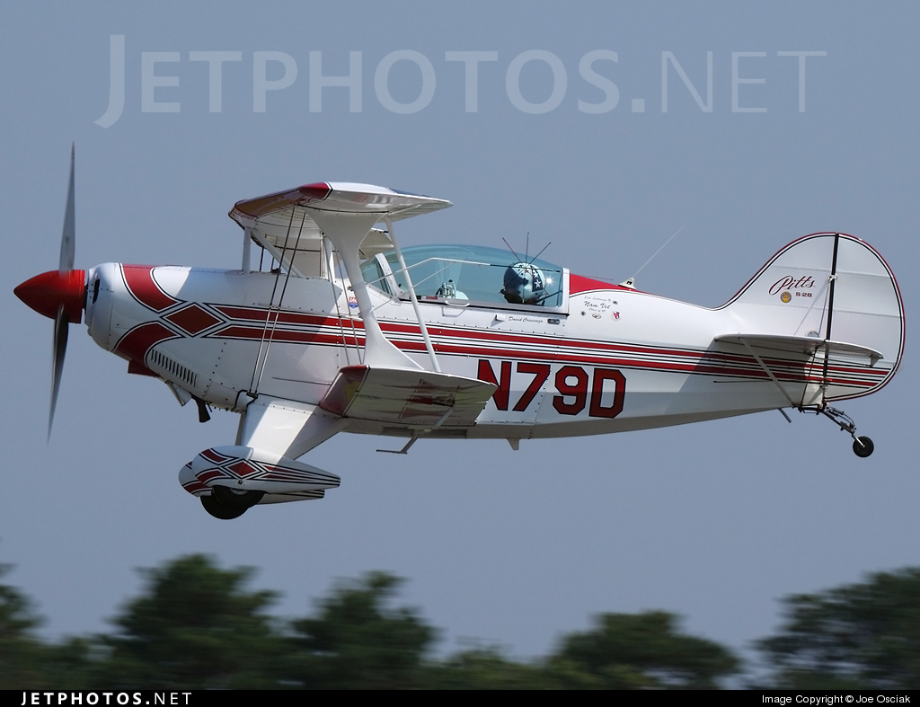 N79D - Pitts S-2B - Private
